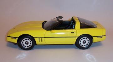 Прикрепленное изображение: Chevrolet Corvette 1986 ERTL (1).JPG
