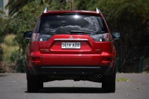 Прикрепленное изображение: 2010_mitsubishi_outlander_road_test_review_04-4b7f6e444eb8e.jpg