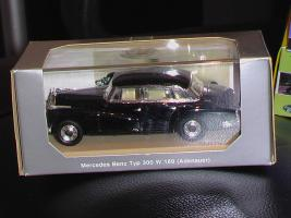 Прикрепленное изображение: Mercedes Benz 300W 139 - Adenauer - RIO.JPG