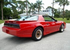 Прикрепленное изображение: 1989_Pontiac_Trans_Am_Firebird_GTA_For_Sale_Rear_1.jpg