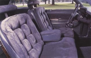 Прикрепленное изображение: `76 Oldsmobile Delta 88 Interior.jpg