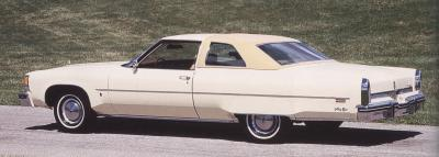 Прикрепленное изображение: `76 Oldsmobile Ninety-Eight Two-Door Hardtop Rear View.jpg
