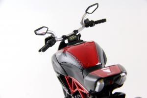 Прикрепленное изображение: Ducati Diavel Carbon (7).JPG