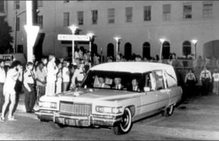 Прикрепленное изображение: 1976-Cadillac-Fleetwood-hearse-Elvis-a.jpg