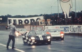 Прикрепленное изображение: FordGT40-2-victoire.jpg