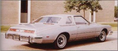 Прикрепленное изображение: `75 Buick Riviera Silver Rear View.jpg