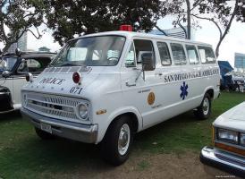 Прикрепленное изображение: Dodge Sportsman San Diego Police Ambulance.jpg