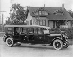 Прикрепленное изображение: 1920-1923 Packard special 5-door commuter bus.jpg