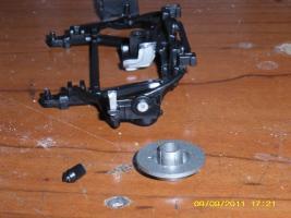 Прикрепленное изображение: задняя сломанная подвеска отдаленная с тормозами.JPG