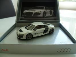 Прикрепленное изображение: Looksmart Audi R8 e-tron concept.jpg