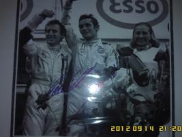 Прикрепленное изображение: Jacky Ickx & Jackie Oliver Ford GT40 Winners Le Mans 1969 Signed Photograph-2.jpg