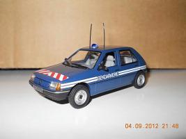 Прикрепленное изображение: Colobox_Peugeot_205_Gendarmerie_Norev~01.jpg