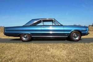 Прикрепленное изображение: 1967 Plymouth GTX-25.jpg
