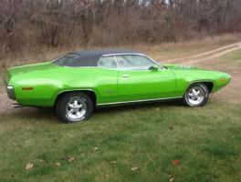 Прикрепленное изображение: 1971 Plymouth GTX-23.jpg