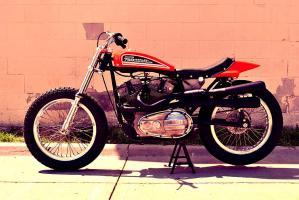 Прикрепленное изображение: 1972-Harley-Davidson-XR750-Flat-Tracker.jpg