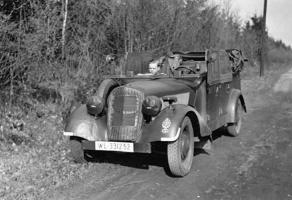 Прикрепленное изображение: Mercedes-Benz 170VK (W136K) Luftwaffe (WL-331252) 02.jpg