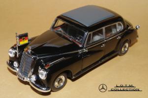 Прикрепленное изображение: 134. 1955 W186-III 300b Konrad Adenauer (Minichamps) (1).JPG
