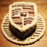 Прикрепленное изображение: chocolaty_porsche_cake_by_kateskakes-d4ptghl.jpg