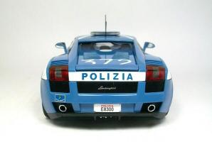 Прикрепленное изображение: autoart-lamborghini-gallardo-polizia-police-bleu-et-blanc-aa74576,697-120426145410-p1.jpg