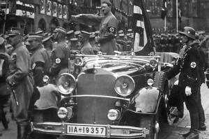 Прикрепленное изображение: 20111202-hitler-nurnberg-1935.jpg