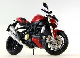 Прикрепленное изображение: Ducati mod. Streetfighter 2010 (2).JPG