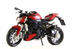Прикрепленное изображение: Ducati mod. Streetfighter 2010 (1).JPG
