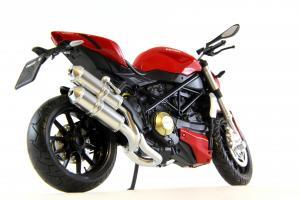 Прикрепленное изображение: Ducati mod. Streetfighter 2010 (4).JPG