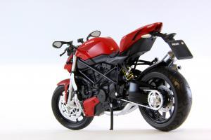 Прикрепленное изображение: Ducati mod. Streetfighter 2010 (5).JPG