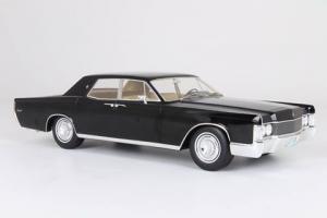 Прикрепленное изображение: 1968 Lincoln Continental sedan.jpg