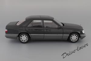 Прикрепленное изображение: Mercedes-Benz E320 Autoart for Mercedes-Benz B66040508_04.JPG