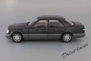 Прикрепленное изображение: Mercedes-Benz E320 Autoart for Mercedes-Benz B66040508_03.JPG