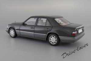 Прикрепленное изображение: Mercedes-Benz E320 Autoart for Mercedes-Benz B66040508_08.JPG