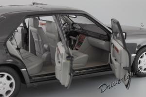 Прикрепленное изображение: Mercedes-Benz E320 Autoart for Mercedes-Benz B66040508_12.JPG