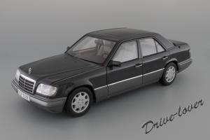 Прикрепленное изображение: Mercedes-Benz E320 Autoart for Mercedes-Benz B66040508_01.JPG
