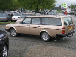 Прикрепленное изображение: Volvo 265GL Estate - 1978.04.jpg
