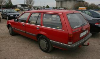 Прикрепленное изображение: 1982-rekord-e2-caravan-4door-station-wagon-013.jpg