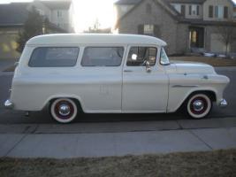 Прикрепленное изображение: Chevrolet Suburban Carryall - 1955.05.jpg