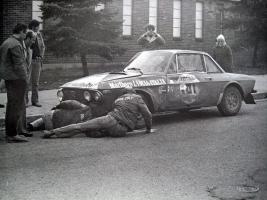 Прикрепленное изображение: 1024px-Lancia_Fulvia_1.6_Coupé_HF_-_1972_Press-on-Regardless_Rally.jpg
