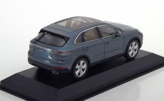 Прикрепленное изображение: Porsche-Cayenne-Minichamps-WAP-020-311-0J-2.jpg