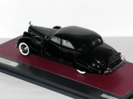 Прикрепленное изображение: Packard Super 8 Sport Sedan by Darrin 1940 003.JPG