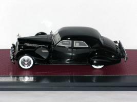 Прикрепленное изображение: Packard Super 8 Sport Sedan by Darrin 1940 004.JPG