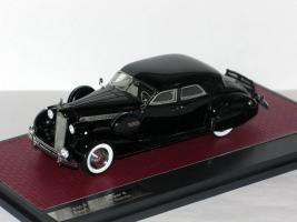Прикрепленное изображение: Packard Super 8 Sport Sedan by Darrin 1940 001.JPG