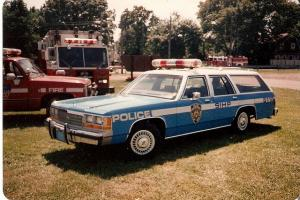 Прикрепленное изображение: 19062---1-18-1988-ford-ltd-crown-vic-wagon---nypd-original.jpg