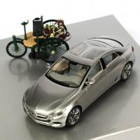 Прикрепленное изображение: Mercedes-Benz 125! Jahre Innovation (Benz Patent Motorwagen + Mercedes-Benz F 800 Style).jpg