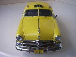 Прикрепленное изображение: Ford Deluxe Fordor Sedan 1950 (Precision Miniatures) (11).JPG