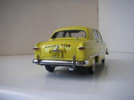 Прикрепленное изображение: Ford Deluxe Fordor Sedan 1950 (Precision Miniatures) (5).JPG