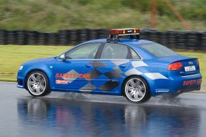 Прикрепленное изображение: Audi RS4 safety_2.jpg