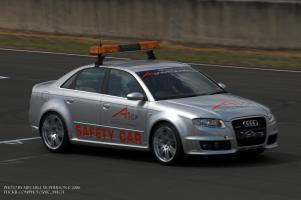 Прикрепленное изображение: Audi RS4 safety.jpg