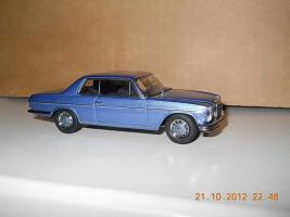 Прикрепленное изображение: Colobox_Mercedes-Benz_280C_Strich-8_C114_AutoArt~03.jpg