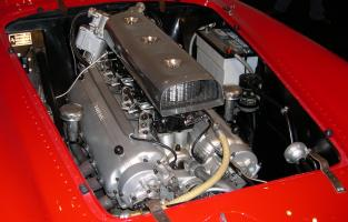 Прикрепленное изображение: 1954_Ferrari_375_Plus_engine.jpg